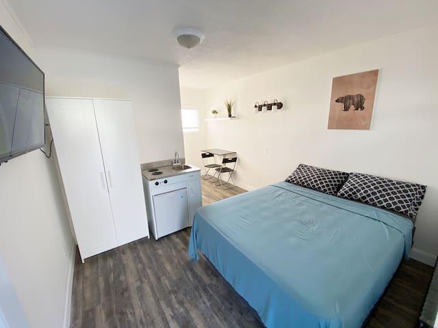 Private cozy studio! (Room 9)