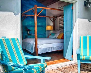 Tallawah: Oceanview, AC, Pool, Staff, 3 bedroom