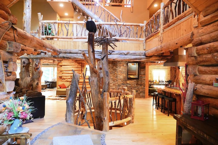 The Treehouse Lodge - Eagle River - Hus