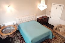 Spacious comfy Super-King bedroom, nr Oval& zone 1