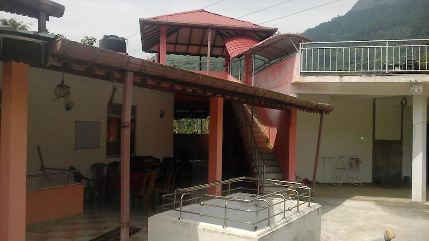 Lakmina Restaurant - Nawalapitiya - ที่พักพร้อมอาหารเช้า