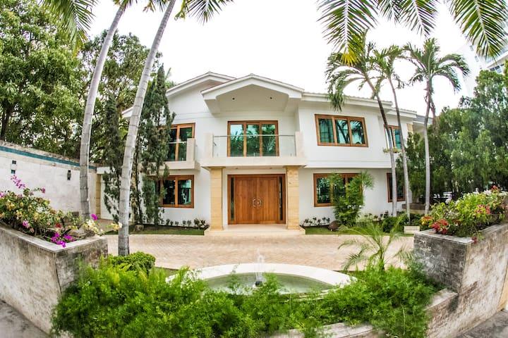 Increible casa en Cartagena y cerca a todo - Cartagena - Hus