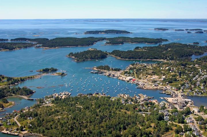 Island writer retreat kayakers paradise Vinalhaven