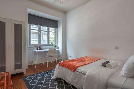 Orange Bedroom - Marquês de Pombal (1 guest)