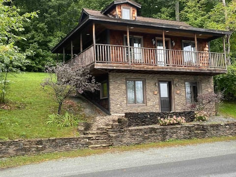 Cozy stone faced cottage on Lake Bomoseen.
