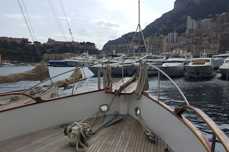 Classic motorboat with charme/included breakfast - Monaco - Bed & Breakfast