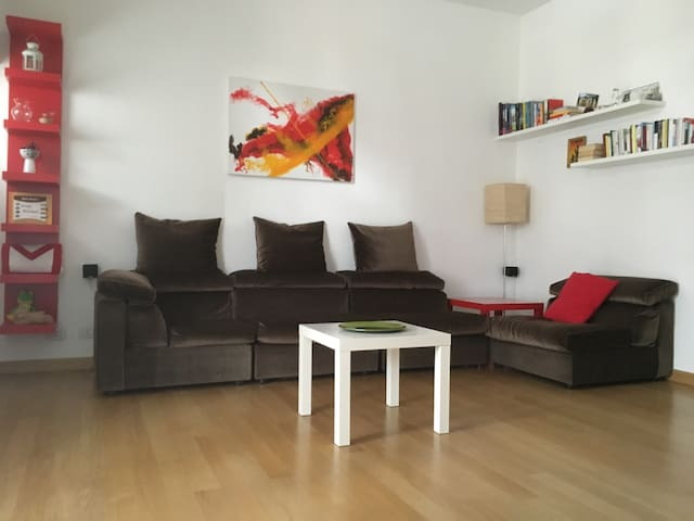 Warm apartment with private parking - Legnano