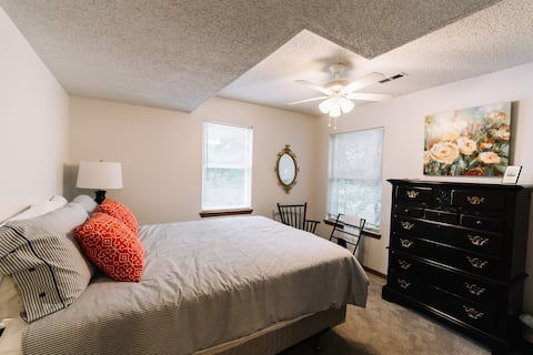 ★Great Location★Comfy Sanitized Queen 1st fl★