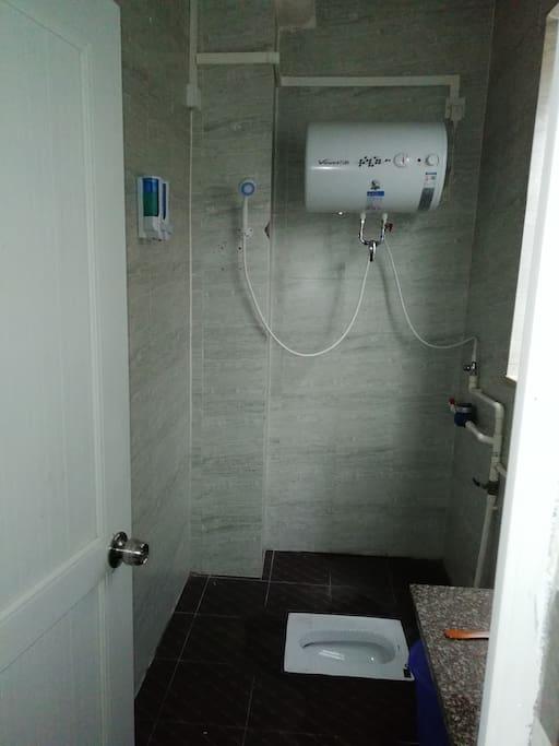 24小时全天候热水,独立卫生间,沐浴露,洗发水