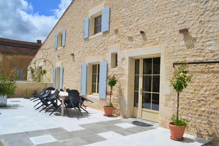 Grand gîte de charme à la campagne, éco accessible - Cabariot - Maan sisään rakennettu talo