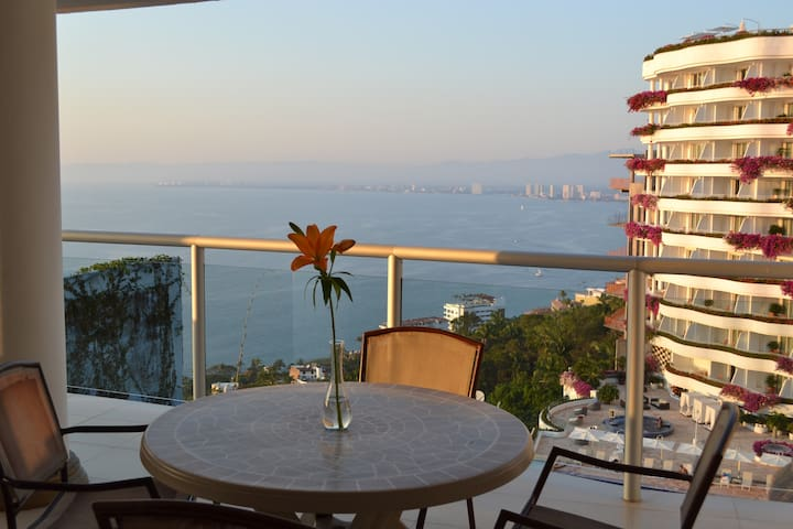 Ocean View 1br with private hot tub on balcony!  PV at it's finest! - プエルトバジャルタ - 一軒家