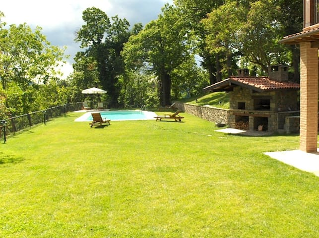 Stunning view, pool for 10 guests - San Romano in Garfagnana - Talo