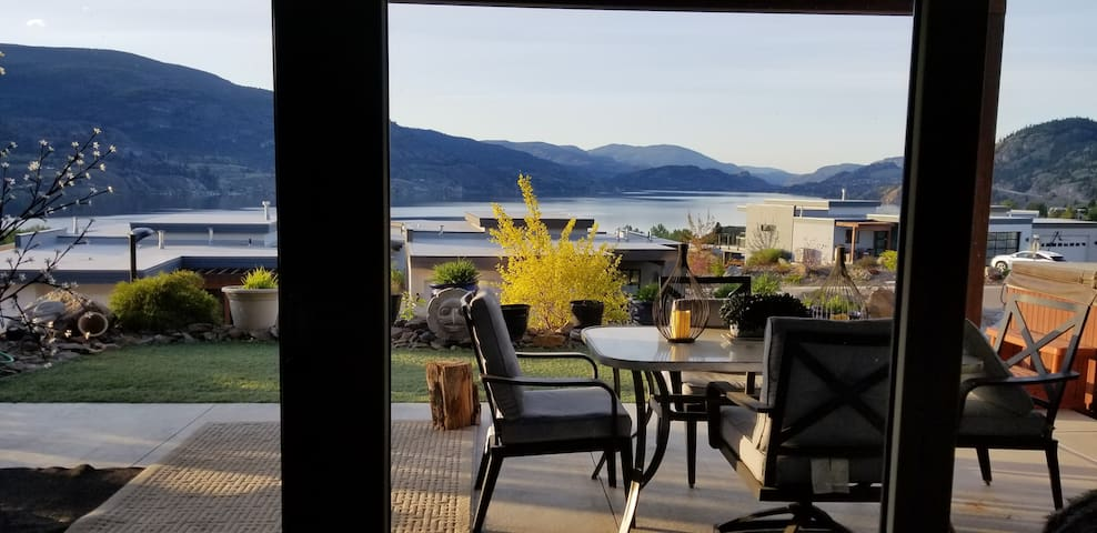 Spectacular Views of Skaha Lake quiet setting