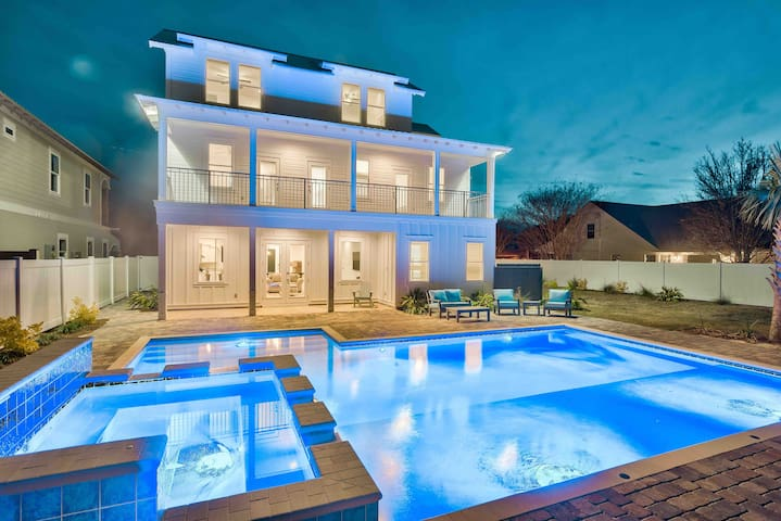 NEW *DESTIN OASIS* The POOL is simply beautiful!!!