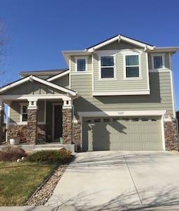 Newer Home :: Sleeps 8 :: 2-car Garage :: Deck - Denver - Ház
