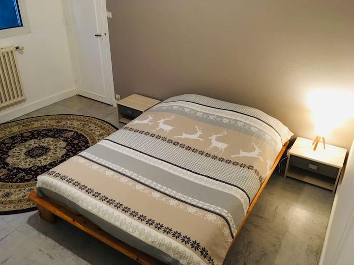 Chambre dans une maison proche du centre (2)