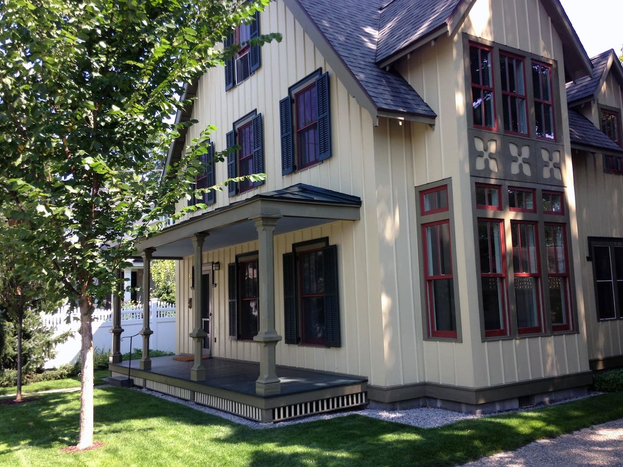 Welcome to Walton Grove Cottage in historic Saratoga Springs!