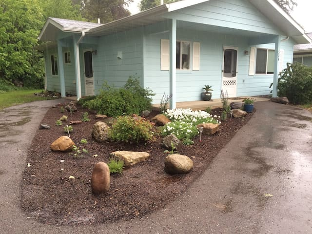Cozy home near Rivers Edge Park and GNP.