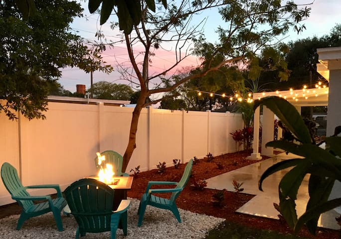 Clean, Modern Home minutes from Downtown Tampa