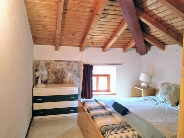 Large, sunny duplex 100m from Lake Como