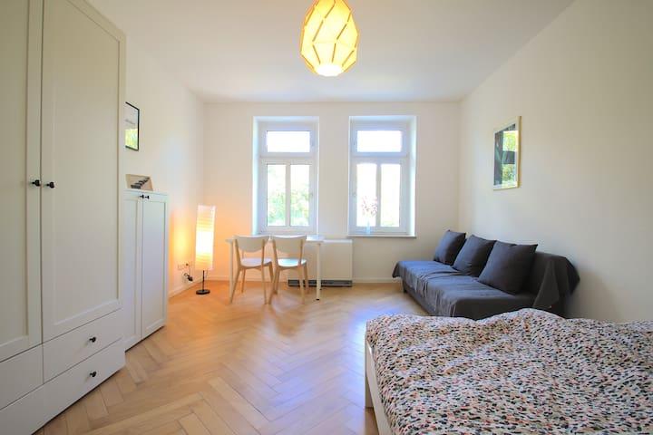 ~ Long-Term Room ~ Renovated Flat ~ Maxvorstadt ~