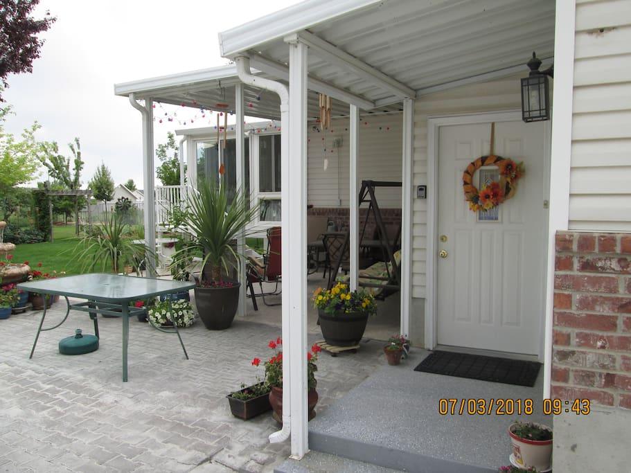 Entrance to Cozy get a way