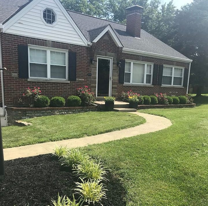 10 Mins from Airport, 5 Mins from Downtown Cincy!
