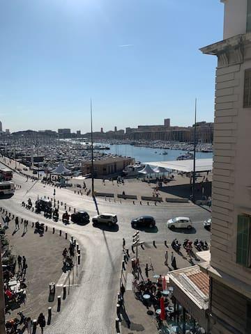 vue de la fenêtre du vieux port