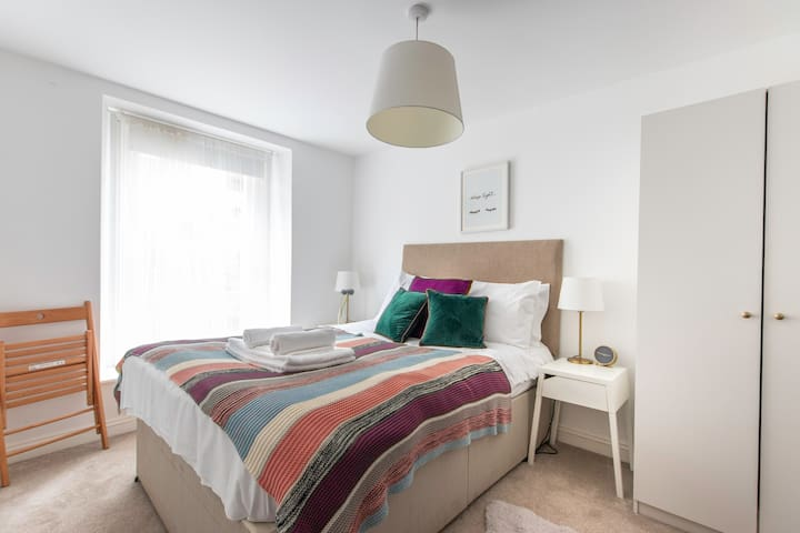 Beautiful flat with patio by the Clifton Lido