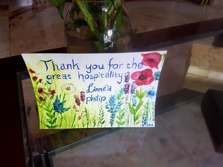 Agradecimiento de los huéspedes por una feliz estancia.