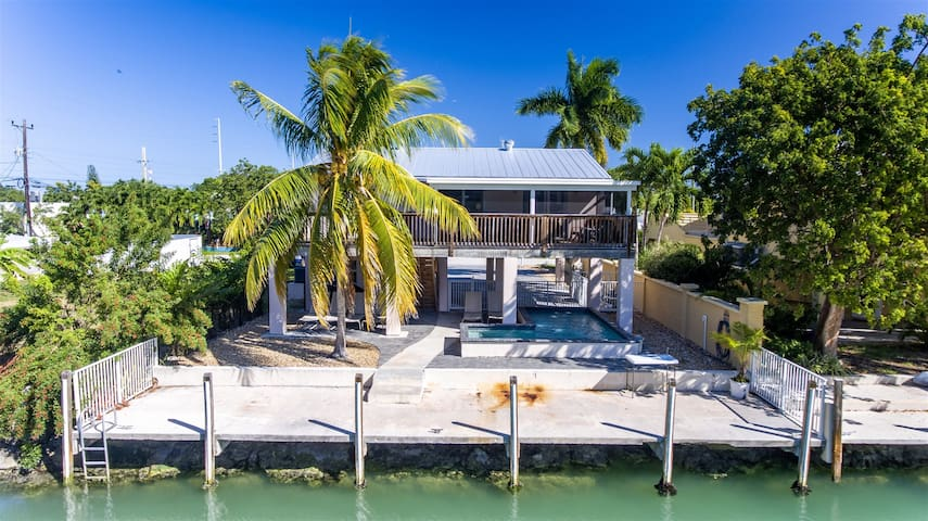 The Conch House 3bed/2bath updated single family with private pool & dockage