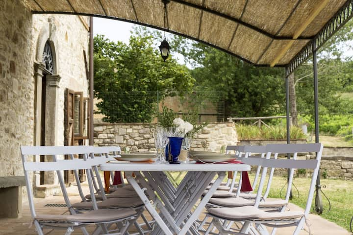 Villa La Prateria, an oasis of peace between vineyards and olive groves