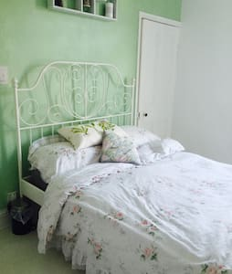 Double room with brand new bathroom - Nuneaton - House