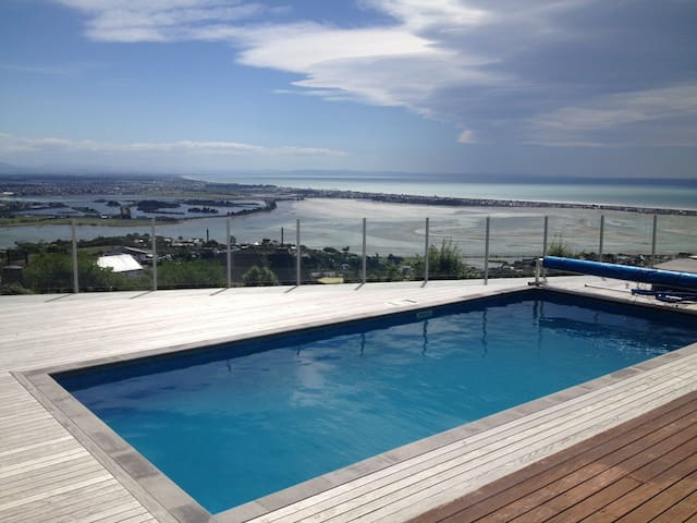Mt Pleasant Paradise - Queen Room w Stunning Views