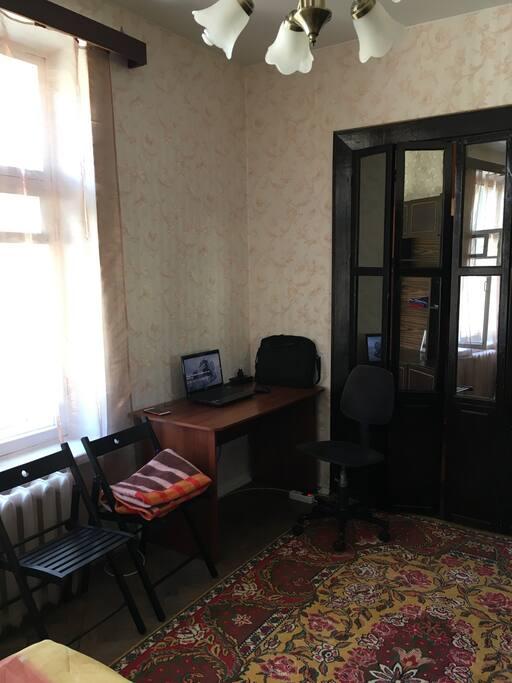 комната, место под компьютер