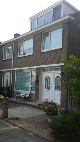 Spacious Room in Lively Neighbourhood Rotterdam