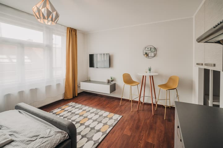Cozy studio, 400m from the square