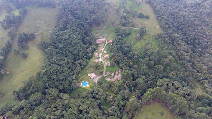 Refúgio com Vista, Chalé Bromelia em Gonçalves MG