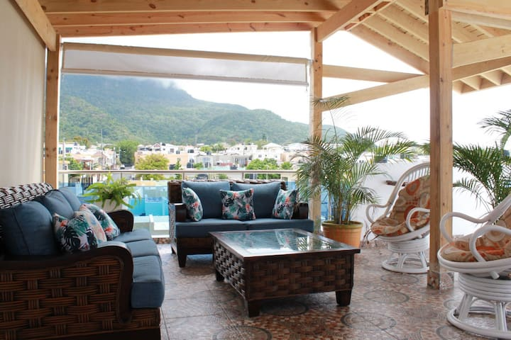 Sol Dos beautiful apt with sea and mountain views