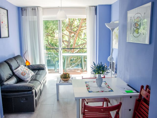 Apartment with parking near BCN, beach and train