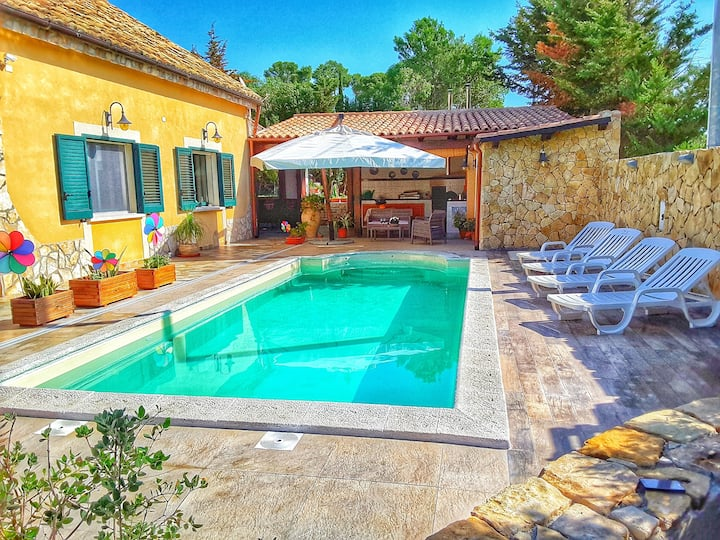 Villa with pool near the beach of Selinunte