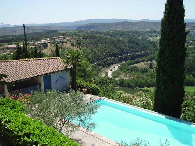 Gîte avec piscine privée et vue exceptionnelle - Joyeuse - House