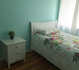 Lovely room , close to Parramatta - Northmead