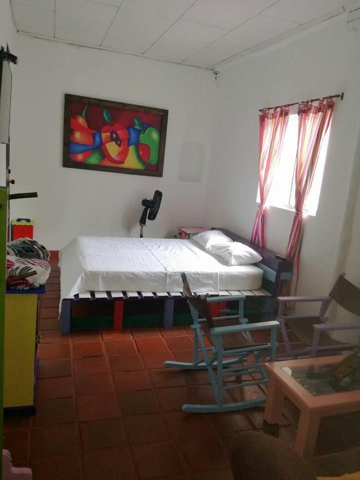 habitacion doble con aire acondicionado y baño privado