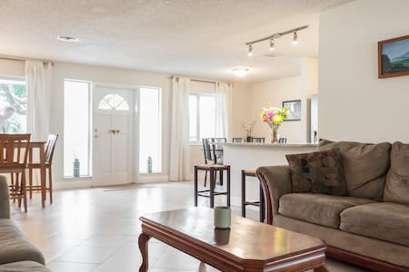 Niko's Beach Home *Intro Price* - Deerfield Beach - Casa