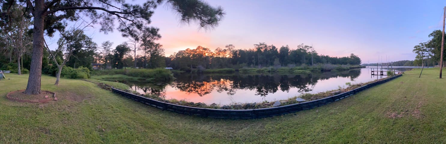 Little lake house -sunsets view & kayaks