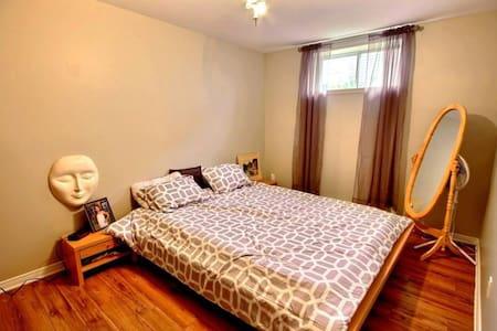 Jolie chambre avec salon privé - Saint-Jérôme - Guesthouse