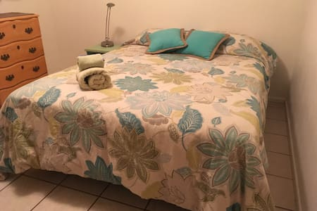 Bright affordable bedroom! - Tempe