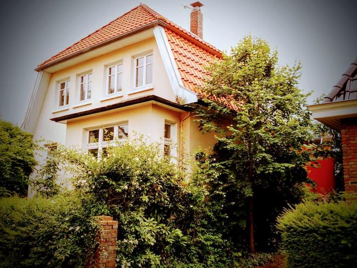 *city-theat-univ* room+bath+garden