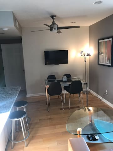 St. Louis Clayton 2 Bedrooms luxury apartment